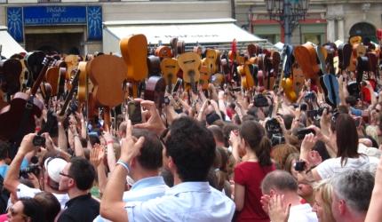 7 273 gitary na wrocławskim rynku