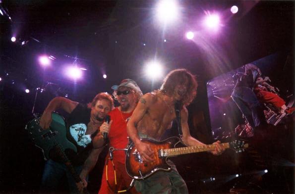 Eddie Van Halen odwiedził szkołę muzyczną w Los Angeles