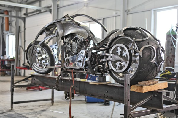 """Adam """"Nergal"""" Darski testuje Behemoth Bike"""