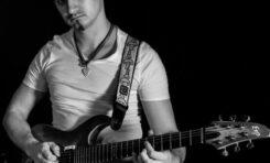 Łukasz Kulczak gra o tytuł Metal Guitar God 2013