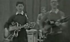 13. letni Jimmy Page gra na gitarze w BBC - wideo