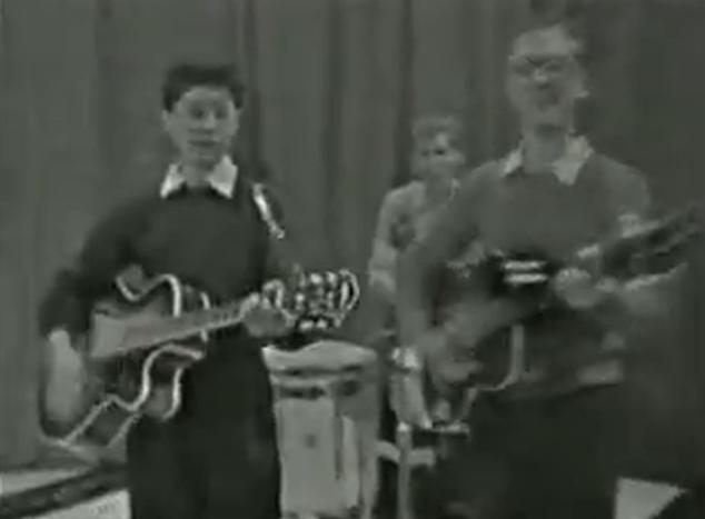 13. letni Jimmy Page gra na gitarze w BBC – wideo