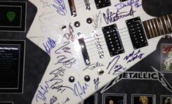 Gitara z autografami największych gwiazd za 230 000 złotych