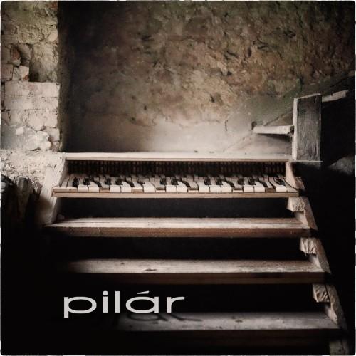 Maciej Balcar na pierwszym singlu formacji Pilár