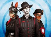 Hofner wita Steam Powered Giraffe