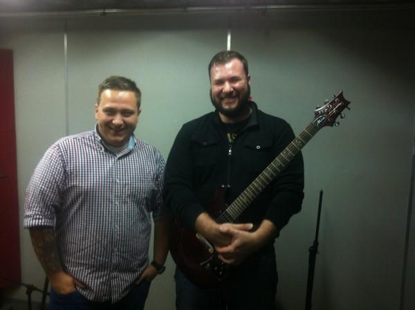 Bartosz Miecznikowski gra na gitarach PRS