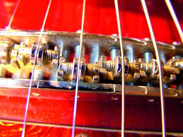 Sustain w gitarze: czy mostki gitarowe mogą skracać sustain?