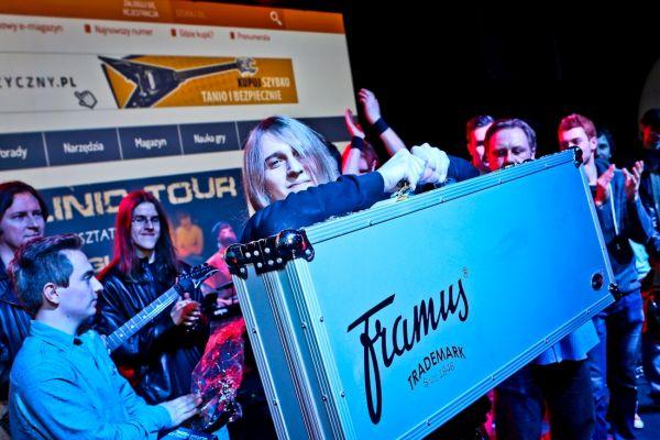 Gitarowy Top 2014 - Adam Przezdziecki z gitarą Framus Diablo Supreme oraz laureaci