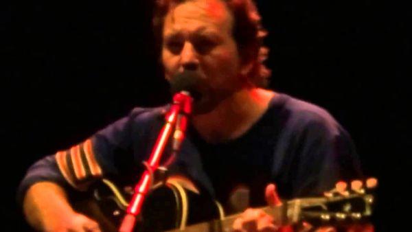 """Eddie Vedder (Pearl Jam) i """"Imagine"""" Lennona"""