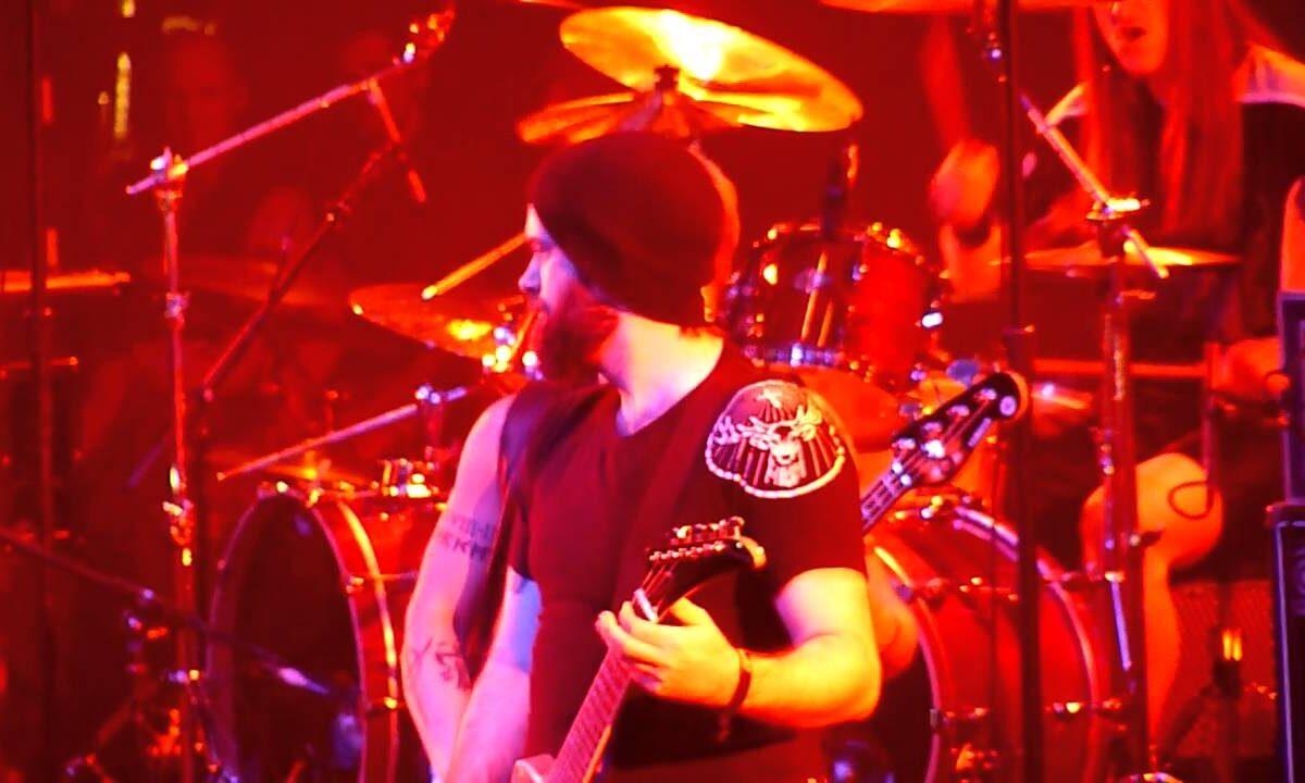 "Max Cavalera śpiewa ""Walk"" Pantery na rejsie 70 000 Tons Of Metal"