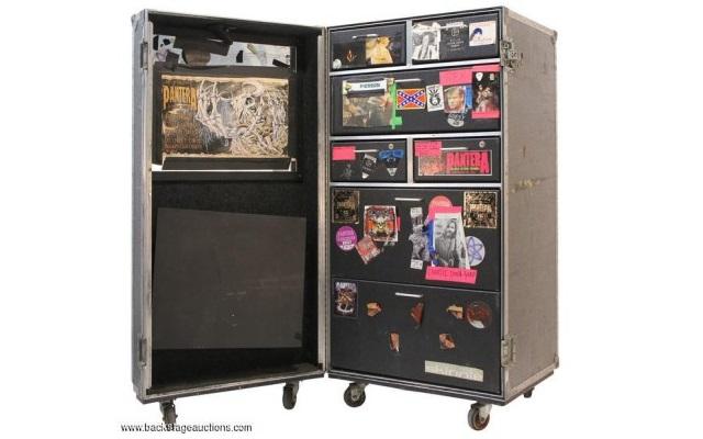 Rex Brown wystawił rzeczy Pantery i Down na aukcję