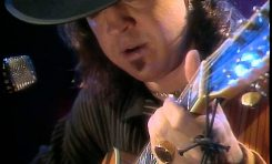 Stevie Ray Vaughan gra na 12-strunowej gitarze