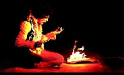 Jimi Hendrix pali gitarę na festiwalu Monterey Pop