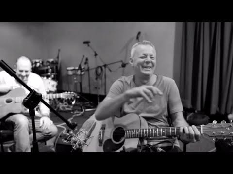 "Tommy Emmanuel, Ian Date i Ian Cooper ""Honeysuckle Rose"""