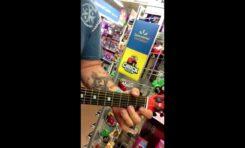 "Stevie Ray Vaughan ""Pride and Joy"" na zabawkowej gitarze"