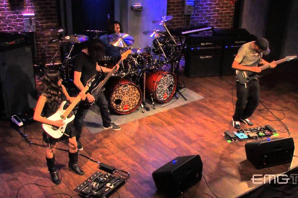 """Tony MacAlpine z zespołem grają """"Red Giant"""" w studiu EMG TV"""