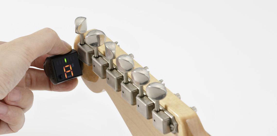 Korg GripTune – ultra-kompaktowy tuner zakładany na główkę instrumentu