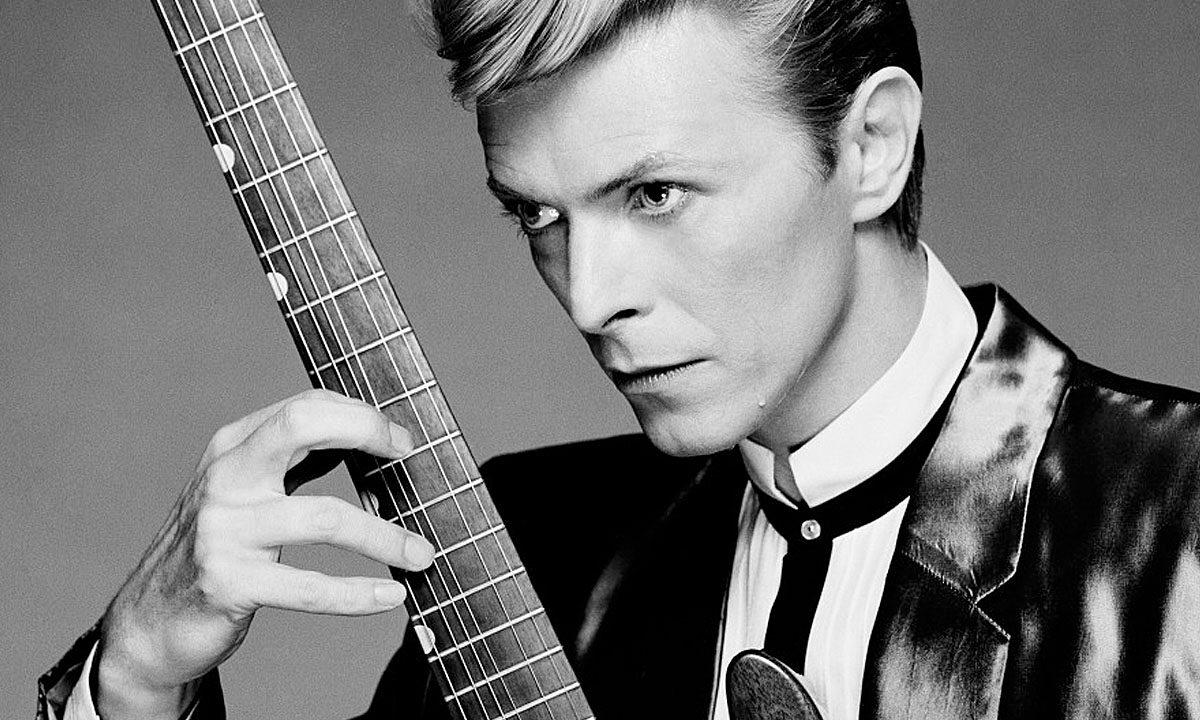 Klip upamiętniający życie i twórczość Davida Bowie