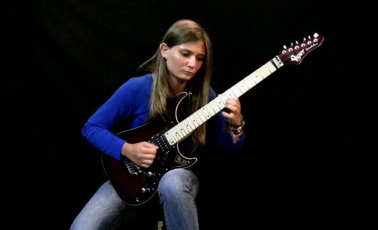 Tina S gra Sonatę Księżycową Beethovena