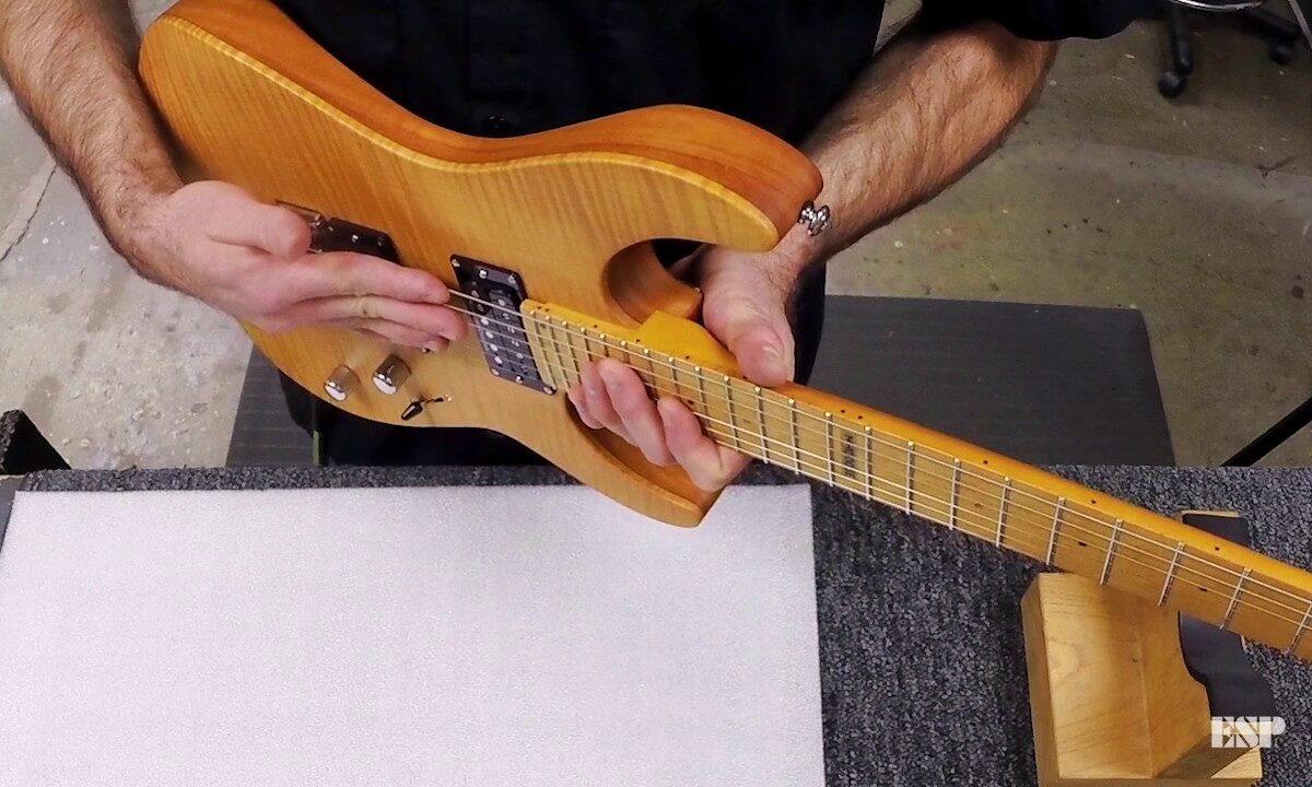 Ustawienie akcji strun w gitarze z mostkiem typu Floyd Rose – film instruktażowy od ESP Guitars [nr 2]