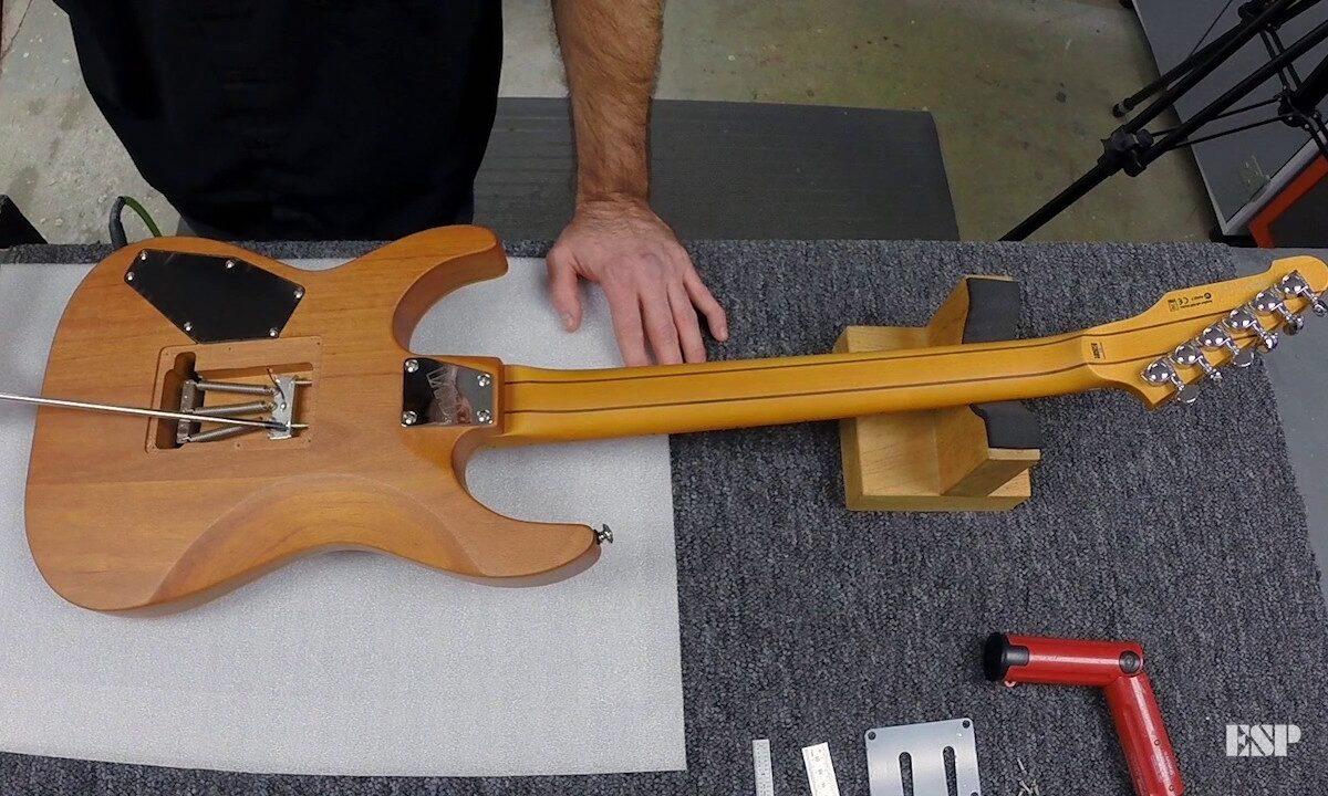 Regulacja mostka typu Floyd Rose – film instruktażowy od ESP Guitars