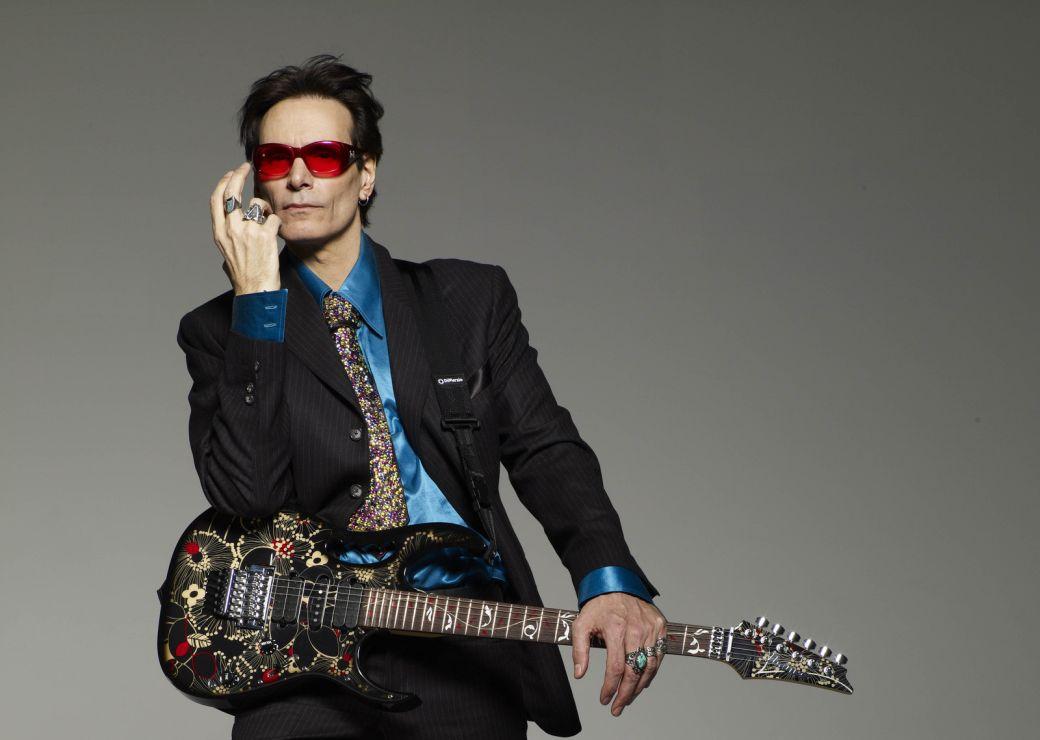 Według Steve Vaia najlepszym gitarzystą wszech czasów jest…