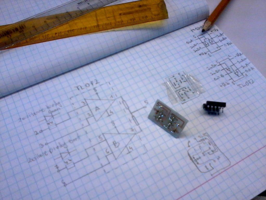 Projekt na kartce i wykonany adapter