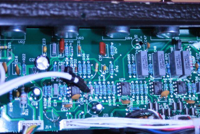 Przewody koncentryczne sygnałowe umieszczone w miejscu rezystora R37.
