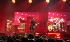 Zaproszony na scenę fan Foo Fighters zaskoczył wszystkich [WIDEO]