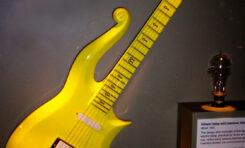 Charakterystyczna gitara Prince'a sprzedana za 225 tys. dolarów