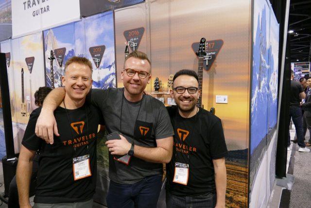 Ekipa Traveler Guitar na NAMM 2018.