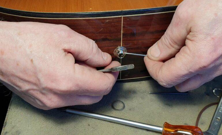 Luźne gniazdo jack w gitarze akustycznej i klasycznej? Prosta naprawa (wideo)