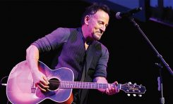 Springsteen na Broadwayu z gitarami Takamine