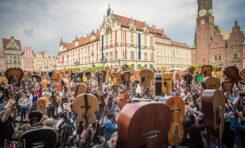 Największa gitarowa orkiestra online zagra już w piątek! Niezbędnik Gitarzysty