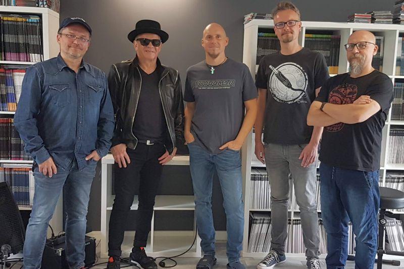 Od lewej: Dariusz Domański, Waldemar Tkaczyk, Maciej Warda, Michal Kowalczyk i Radoslaw Michalak w redakcji TopGuitar