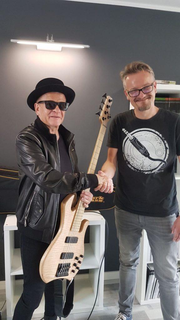 Waldemar Tkaczyk i Markbass Kilimanjaro. Z prawej Michał Kowalczyk (Konsbud-Audio)