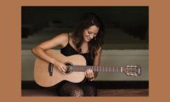 Karla Davis i gitary Takamine