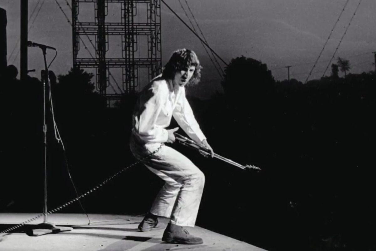 Woodstock 1969 – Pete Townshend uderza gitarą Abbie Hoffmana