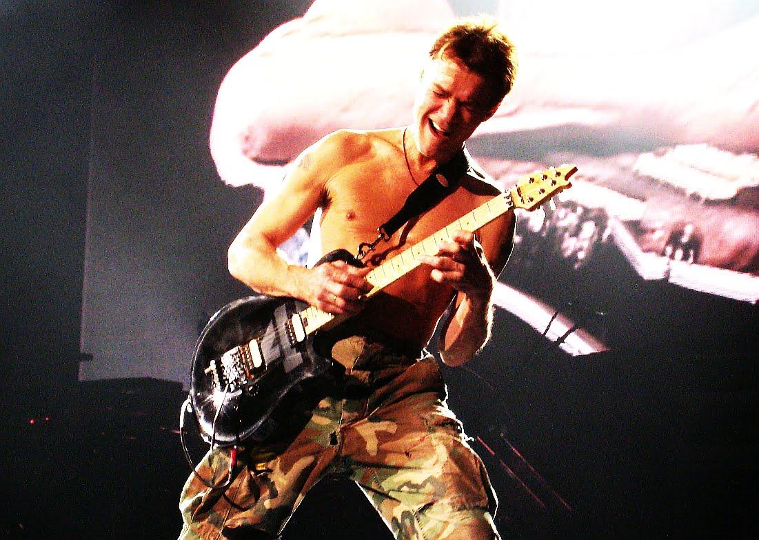 Eddie Van Halen przeprasza basistów?