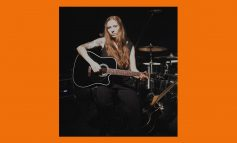 Reba Meyers z Code Orange i Takamine EF341SC