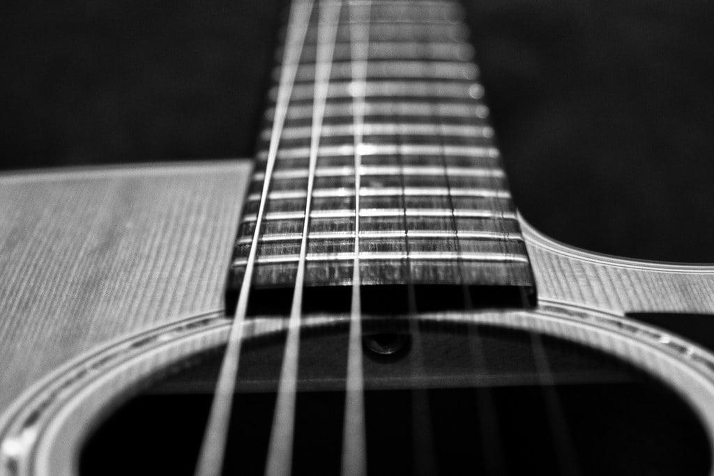 """""""Gitara akustyczna za 200 zł""""? – nie zbliżać się!"""