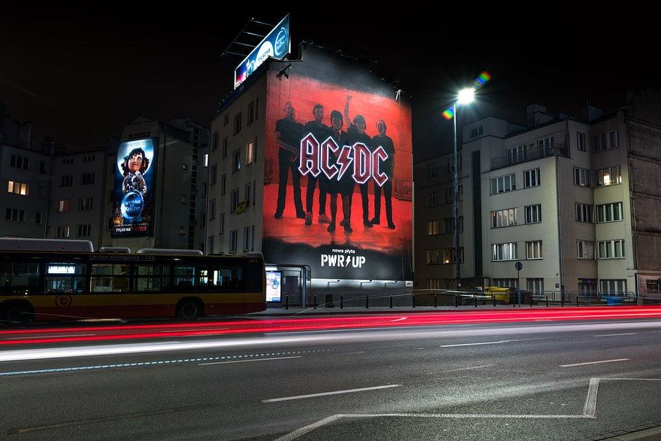 """AC/DC """"Power Up"""" – pierwszy mural w Polsce"""