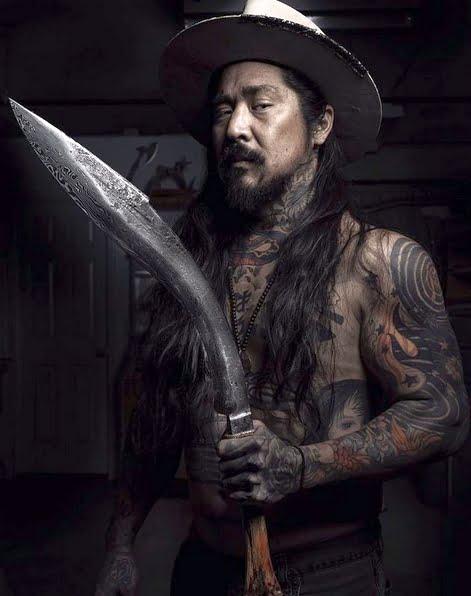 Neil Kamimura z jednym ze swoich noży, fot. Instagram
