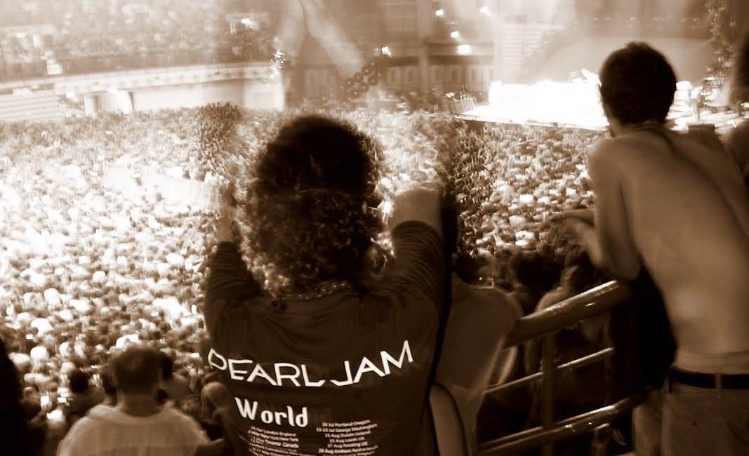 Kasa Misiu, kasa. Pearl Jam grozi swojemu własnemu cover bandowi!