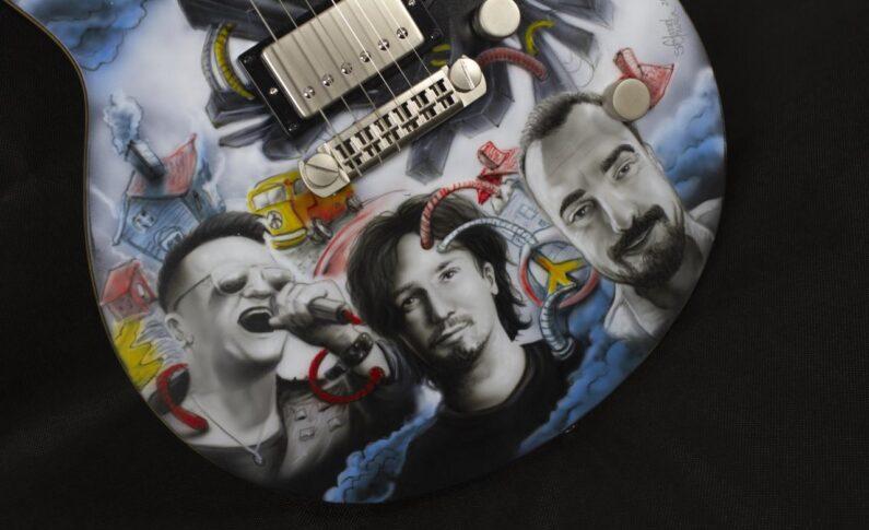 Niezwykła gitara na aukcji WOŚP