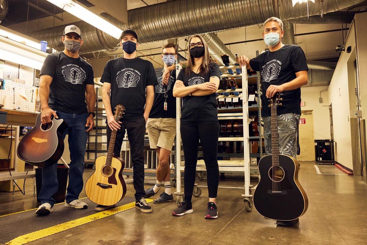 Taylor Guitars w rękach pracowników