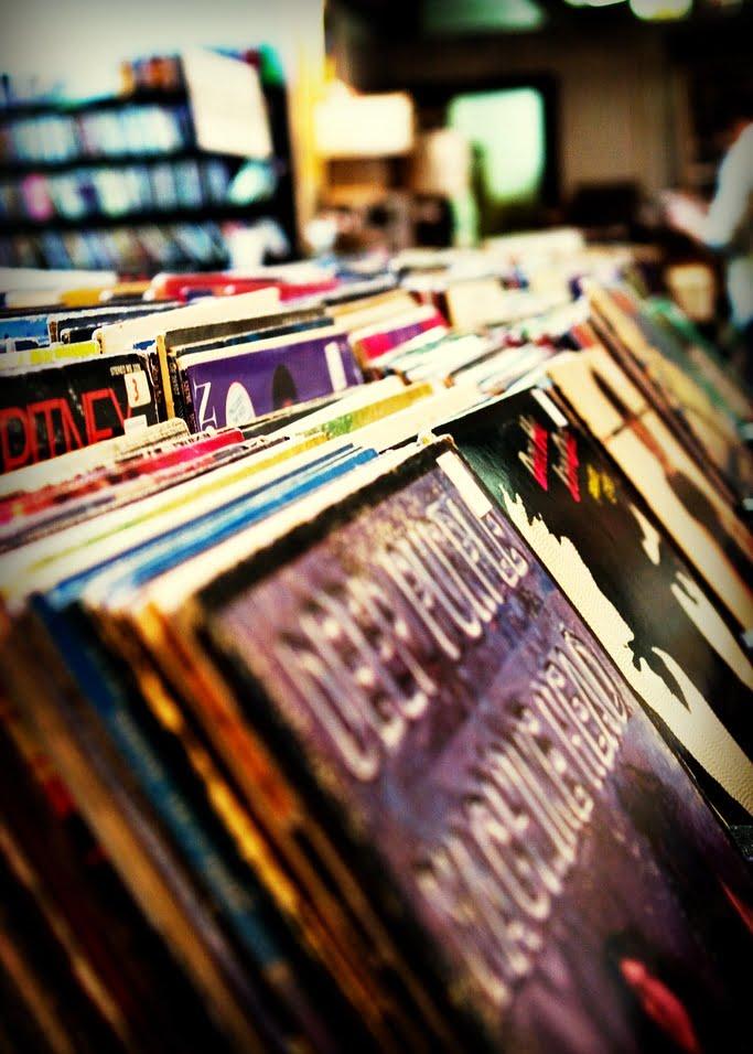 Old Vinyl, fot. fensterbme na licencji CC BY-NC 2.0