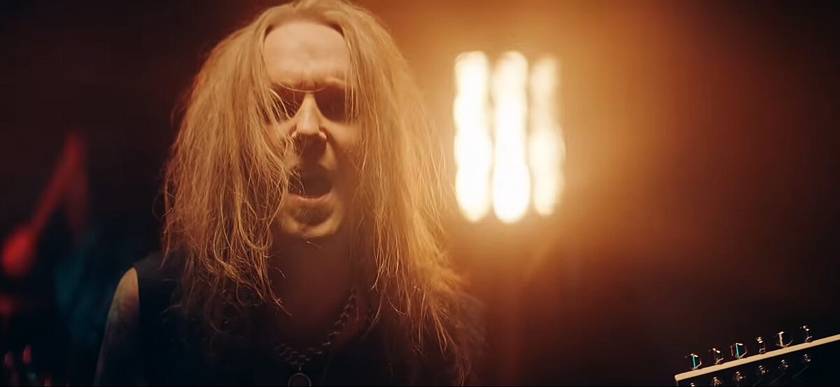 """Alexi Laiho w teledysku """"Paint The Sky With Blood"""" Bodom After Midnight"""