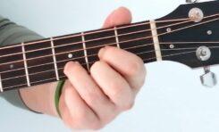 Akord D-dur - jeden z najważniejszych akordów gitarowych