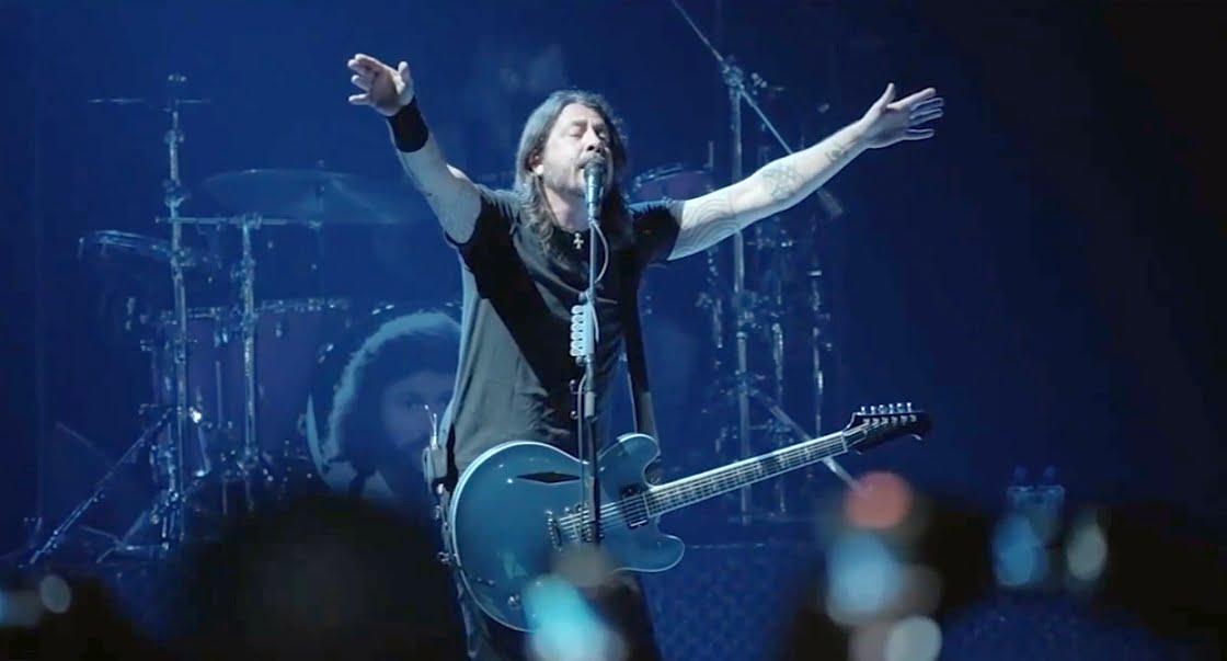 Foo Fighters zagrali dla publiczności bez maseczek i dystansu społecznego!